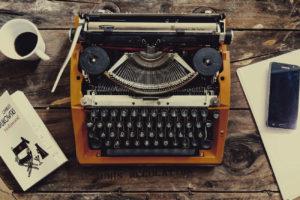 Bukowski-Roman, Schreibmaschine und Smartphone