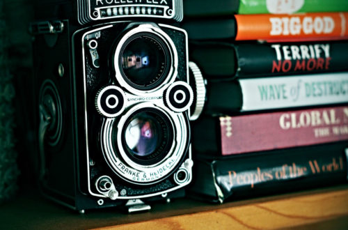 Bücher und Fotoapparat